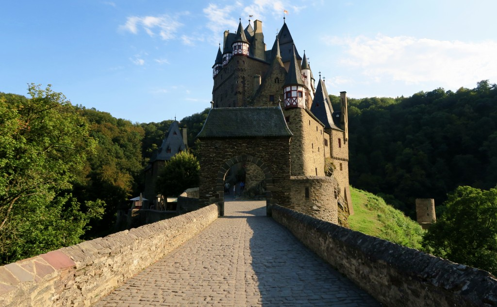 Burg Eltz Cologne Germany Budgeting