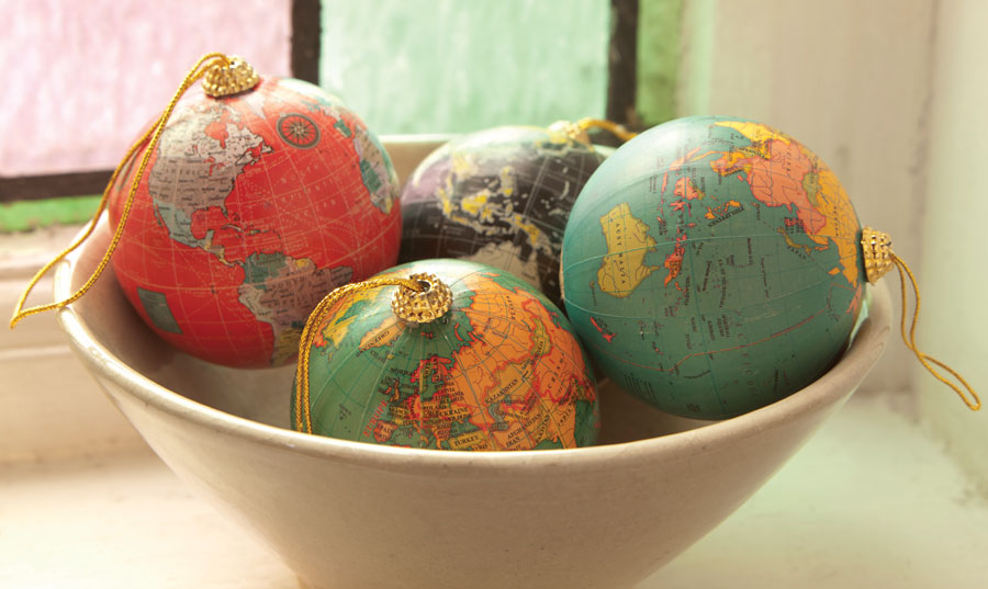 241855-ian-snow-christmas-globes-lifestyle-2